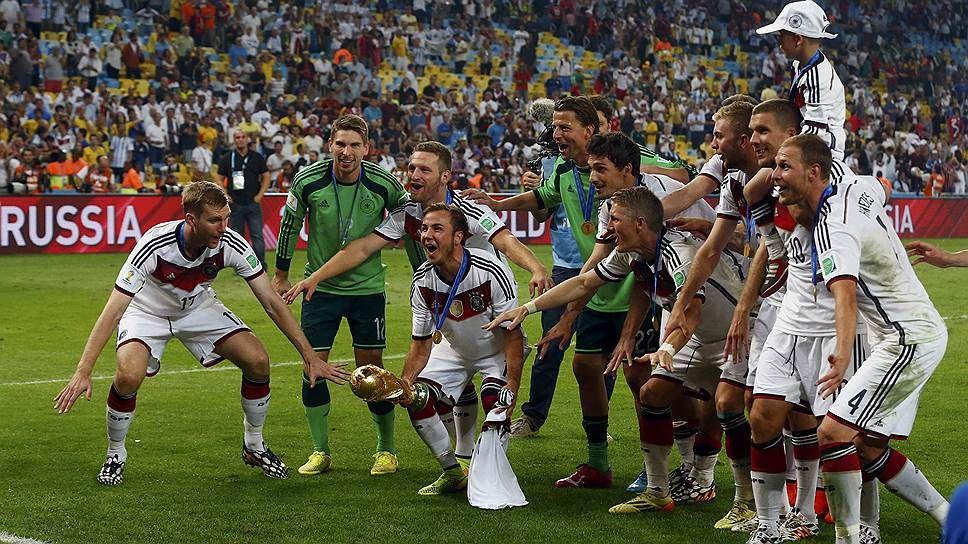 Сборная Германии после победы на Чемпионате мира по ...