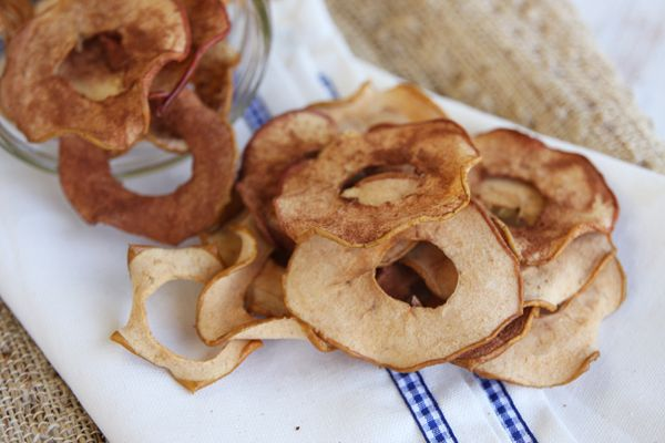 Hjemmelavet Æblechips Disse lækkerier er sådan lidt sunde, og de er lækker, det tager lidt tid at lave dem, men jeg synes helt sikkert at de er tiden vær, jeg håber selvfølgelig at du kommer til at...