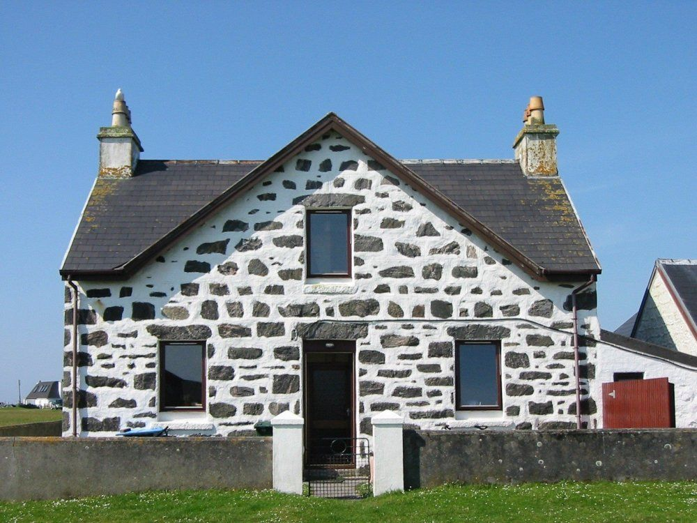 Lighthouse View Pet Friendly In Isle Of Tiree Cottages Scotland Cottage Building A House