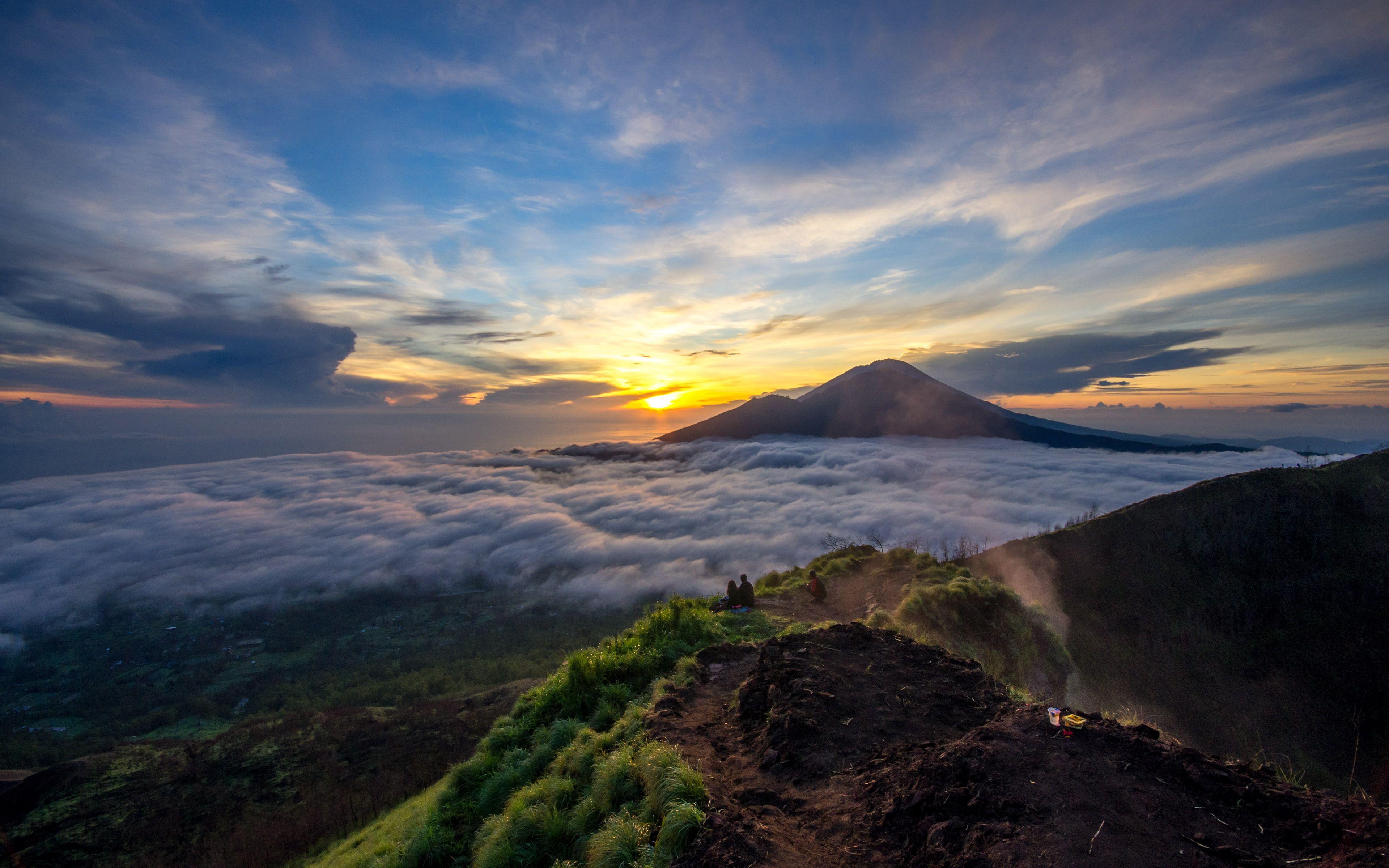 Morning Sun On Gunung Batur #gunungbatur #indonesia #mountains #nature #photography #sky #sunrise #volcanoes #4K #wallpaper #hdwallpaper #desktop