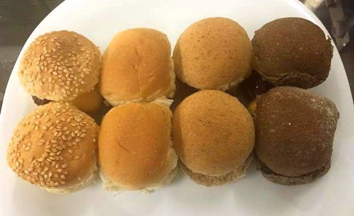 São 6 tipos de carne, podendo escolher entre acém, fraldinha, costela, pernil, picanha e frango, além de uma opção deliciosa para os vegetarianos: um lanche de batata doce, uma exclusividade da casa.