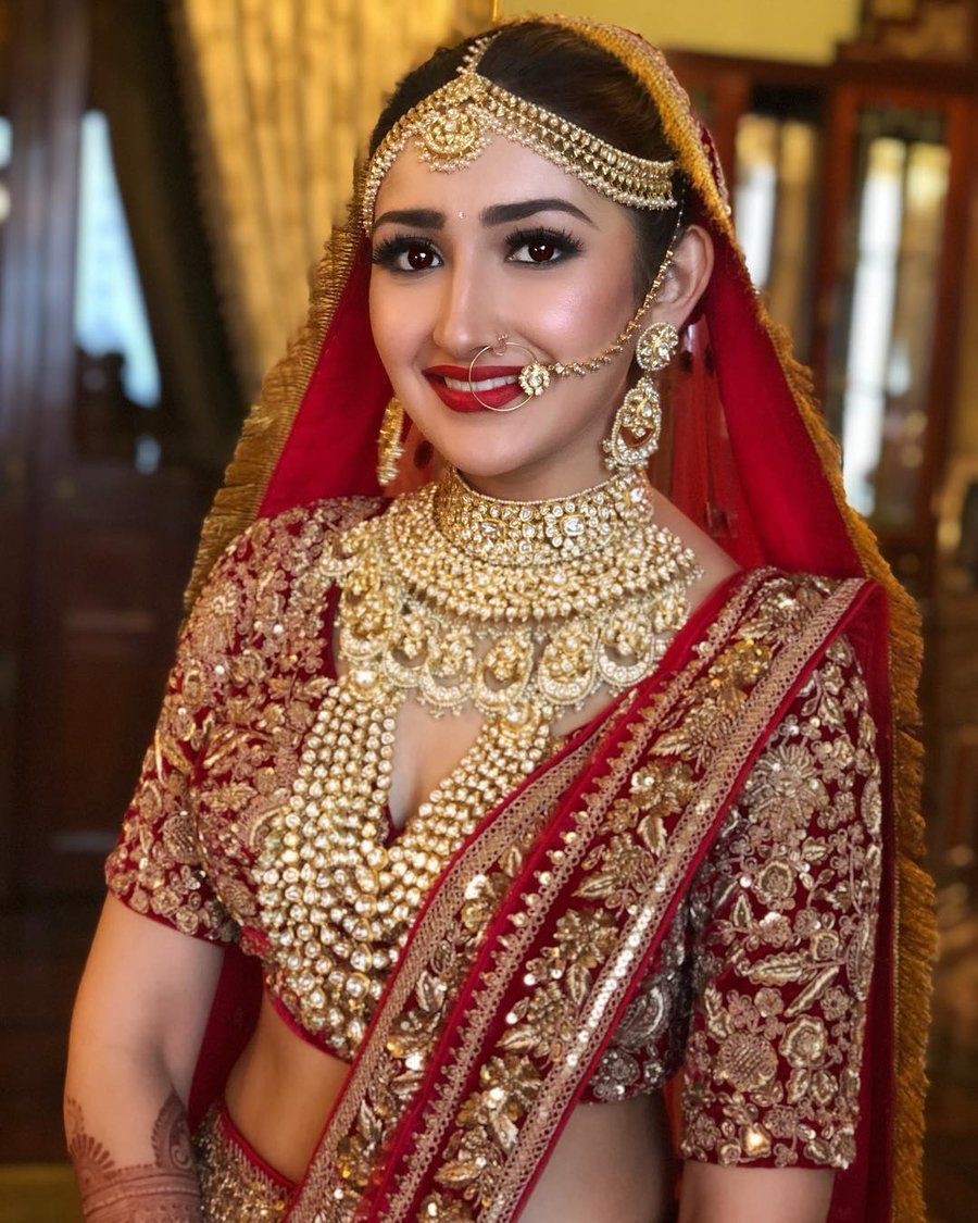 How To Integrate Red Colour In Your Wedding Ssgoescolourful Indian Bridal Fashion Bridal Jewellery Indian Indian Bridal Dress [ 1125 x 900 Pixel ]