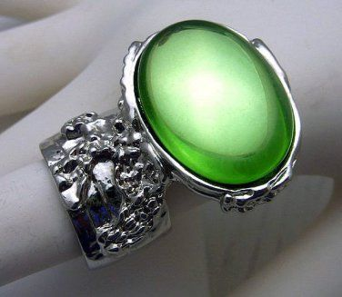 Arty Oval Ring Peridot Green Vintage Glass Silver Chunky Knuckle Art Statement Jewelry Size 7.5 @modtoast