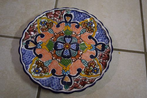 VINTAGE-MEXICAN-TALAVERA-POTTERY-WALL-PLATE-CHARGER-SIGNED-10-1-2-DIAM