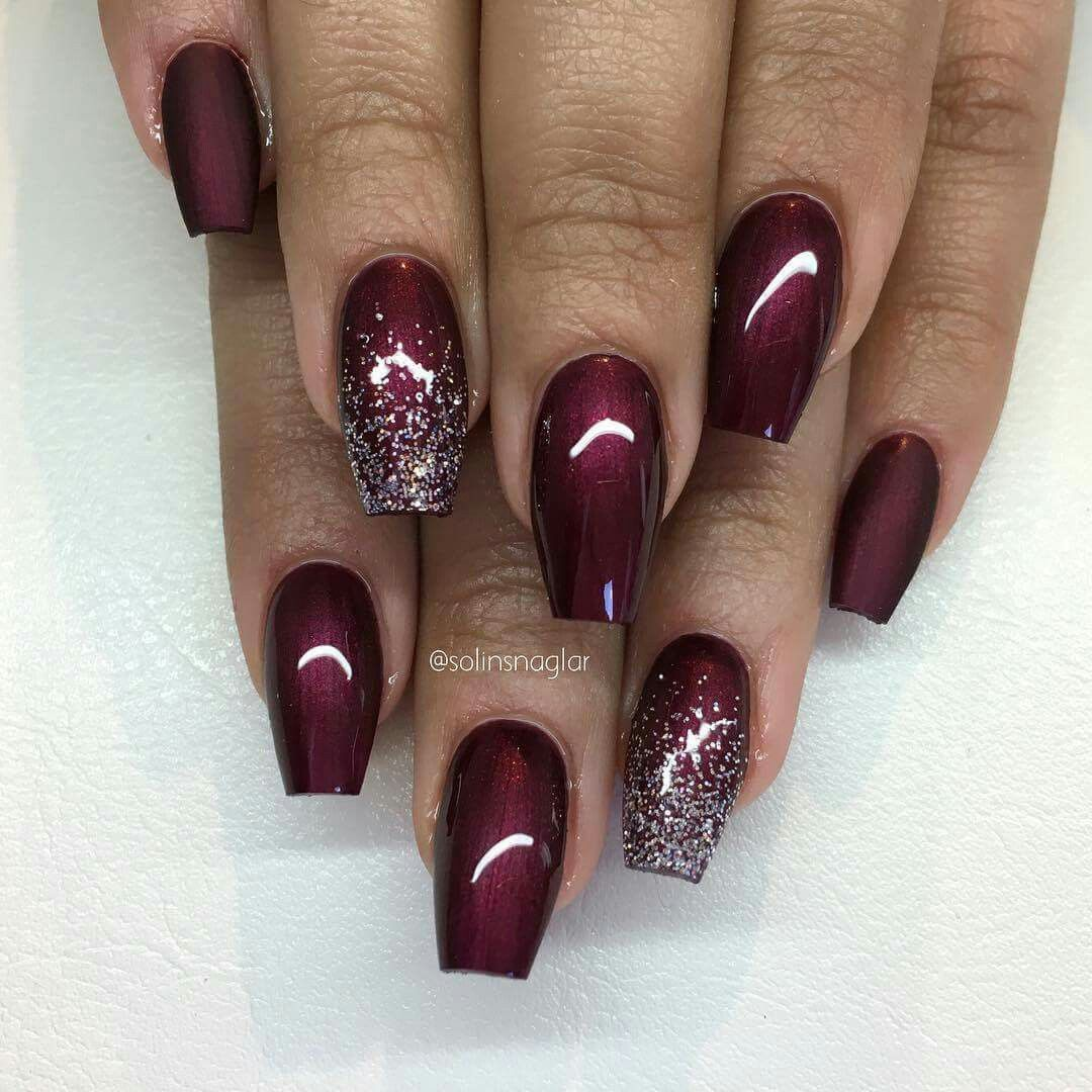 matta vinröda naglar