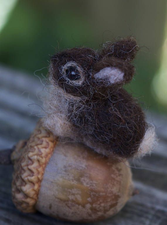 Needle Felted Pet Bunny, Tiny or Micro Haustier häschen