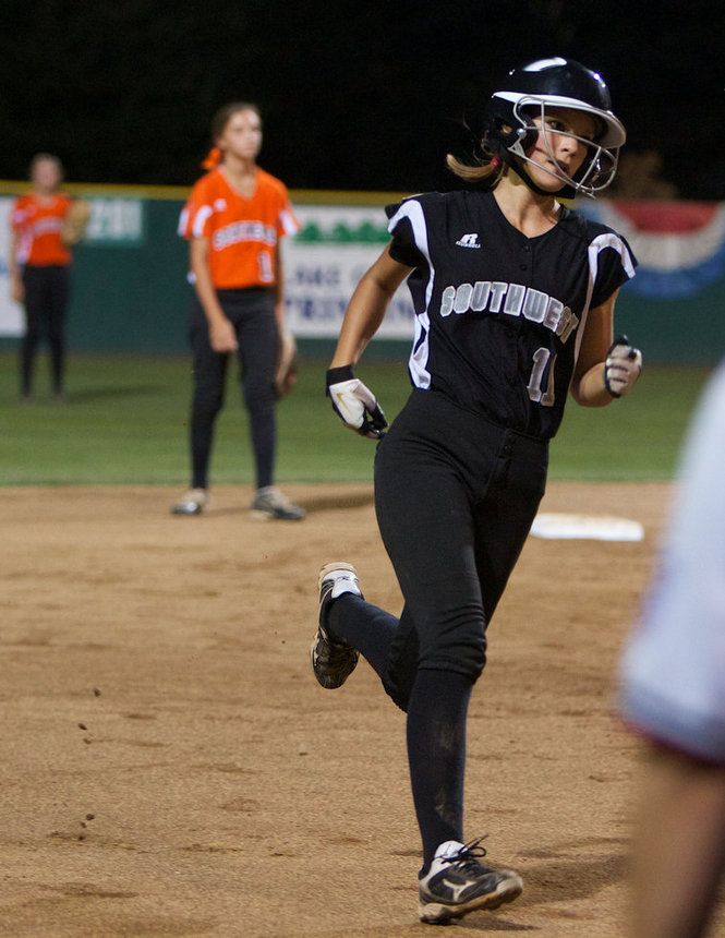 Portland Oregon 8 15 12 Ariana Strunk 11 Heads To Third As She Helped Fuel An 11 Run Inning For Little League Softball Little League Softball World Series