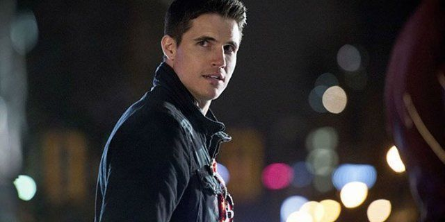 Photo of Robbie Amell Says He's Open to Returning to The Flash –  Robbie Amell Says He'…