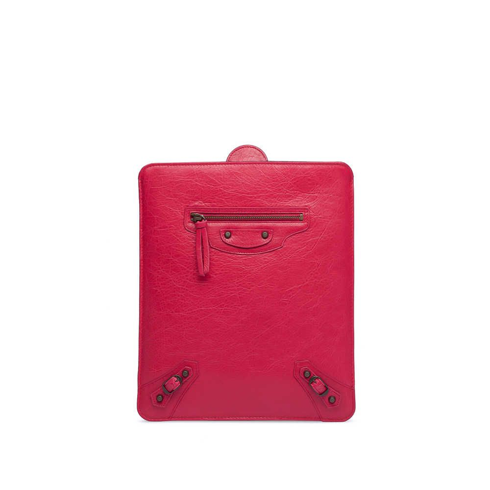 Check out BALENCIAGA CLASSIC TABLET at http://world.balenciaga.com/en_US/shop-products/accessories/women/small-leather-goods/classic/balenciaga-classic-tablet_804901605.html