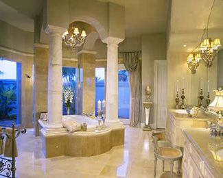 Master tub with columns