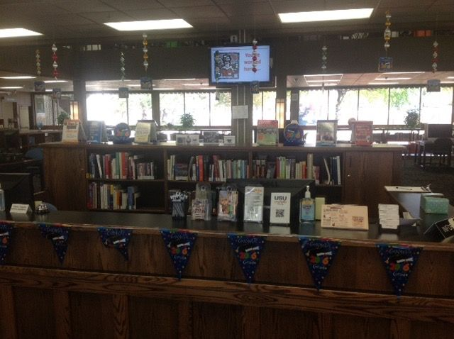 Created by Aimee Lauritsen, this display done for the month of May - resume library