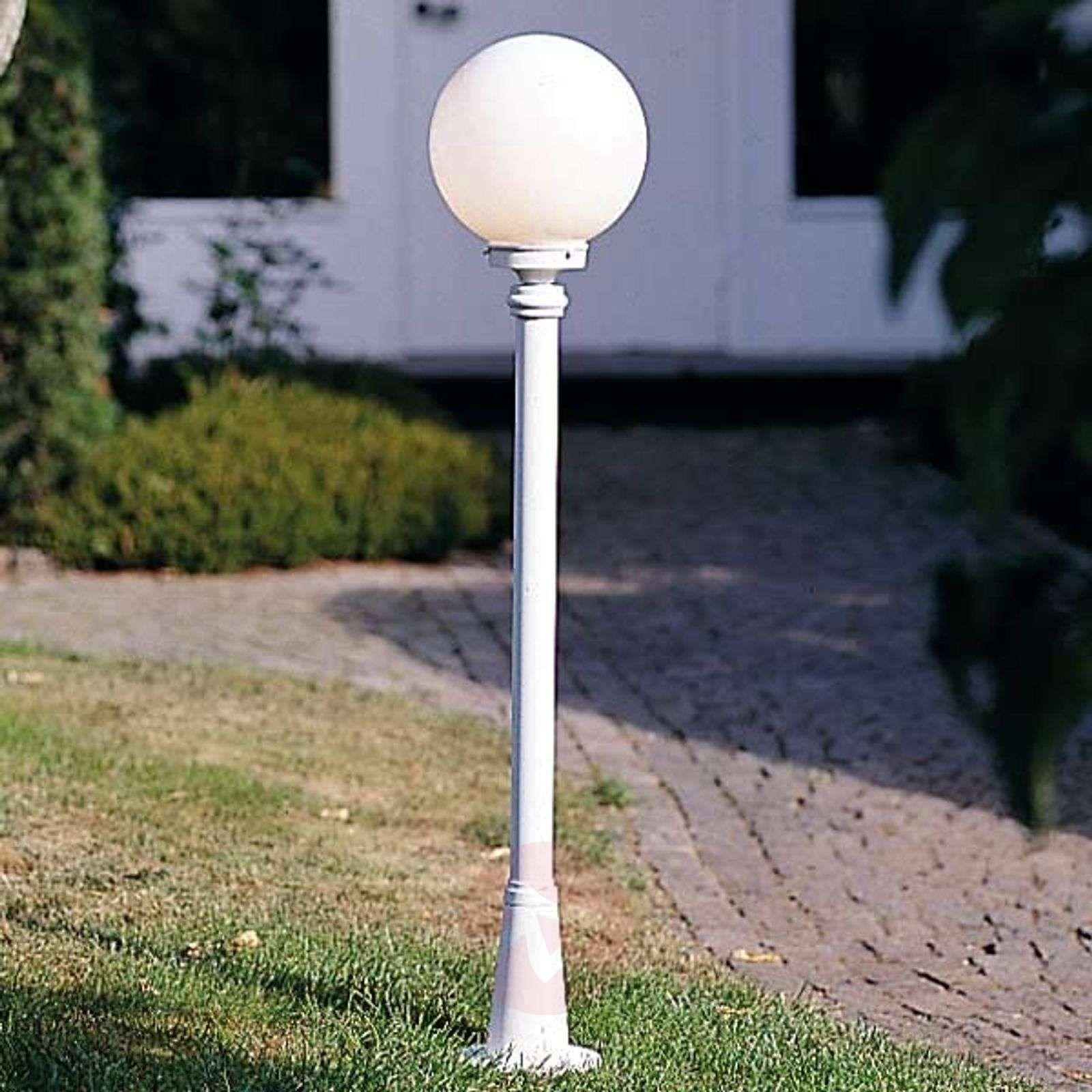 lampy ogrodowe stojace białe