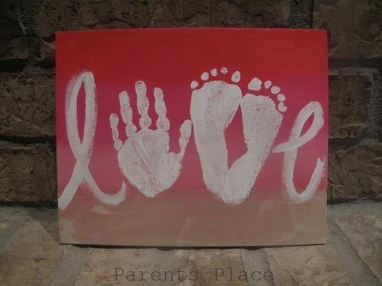 Un joli message avec les empreintes de mains et pied de l'enfant