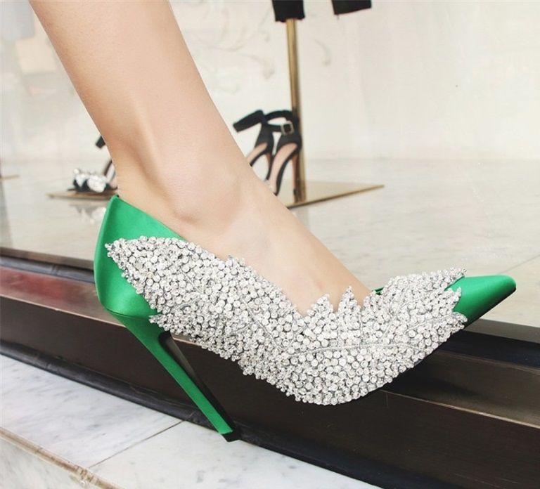 Hanbaidi Mujeres Bombas de tacones altos Diseño de lujo Rhinestone Crystal Mujeres Zapatos de boda de la boda Runway Poinetd Toe Slip On Shoes 43