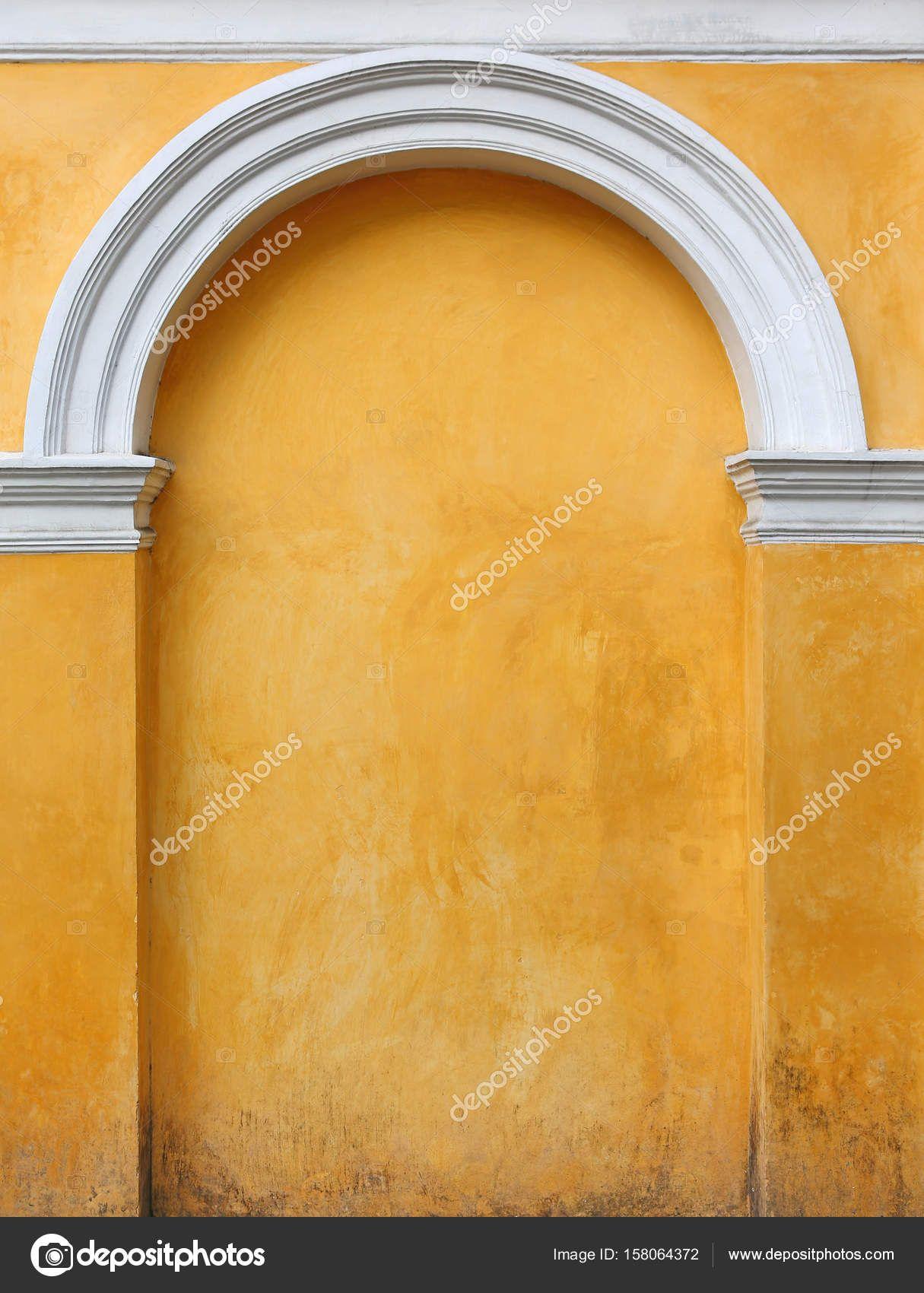 Rivestire Un Arco In Legno elemento architettonico giallo un arco nel muro immured