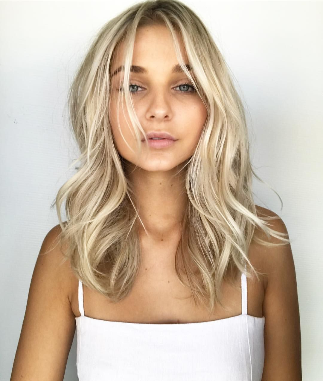 """CHELSEAHAIRCUTTERS on Instagram: """"Powder blonde #CHELSEAHAIRCUTTERS @pjthomsen USING @lorealpro #BLONDE #smartbond #behindthechair #maneaddicts #hair #blondehair #balayage…"""""""