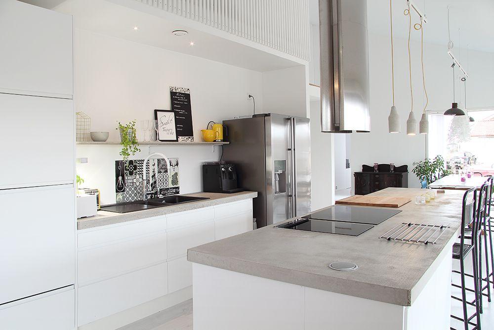 Nuoren perheen moderni ja kompakti omakotitalo  Kitchen and dining  Pintere