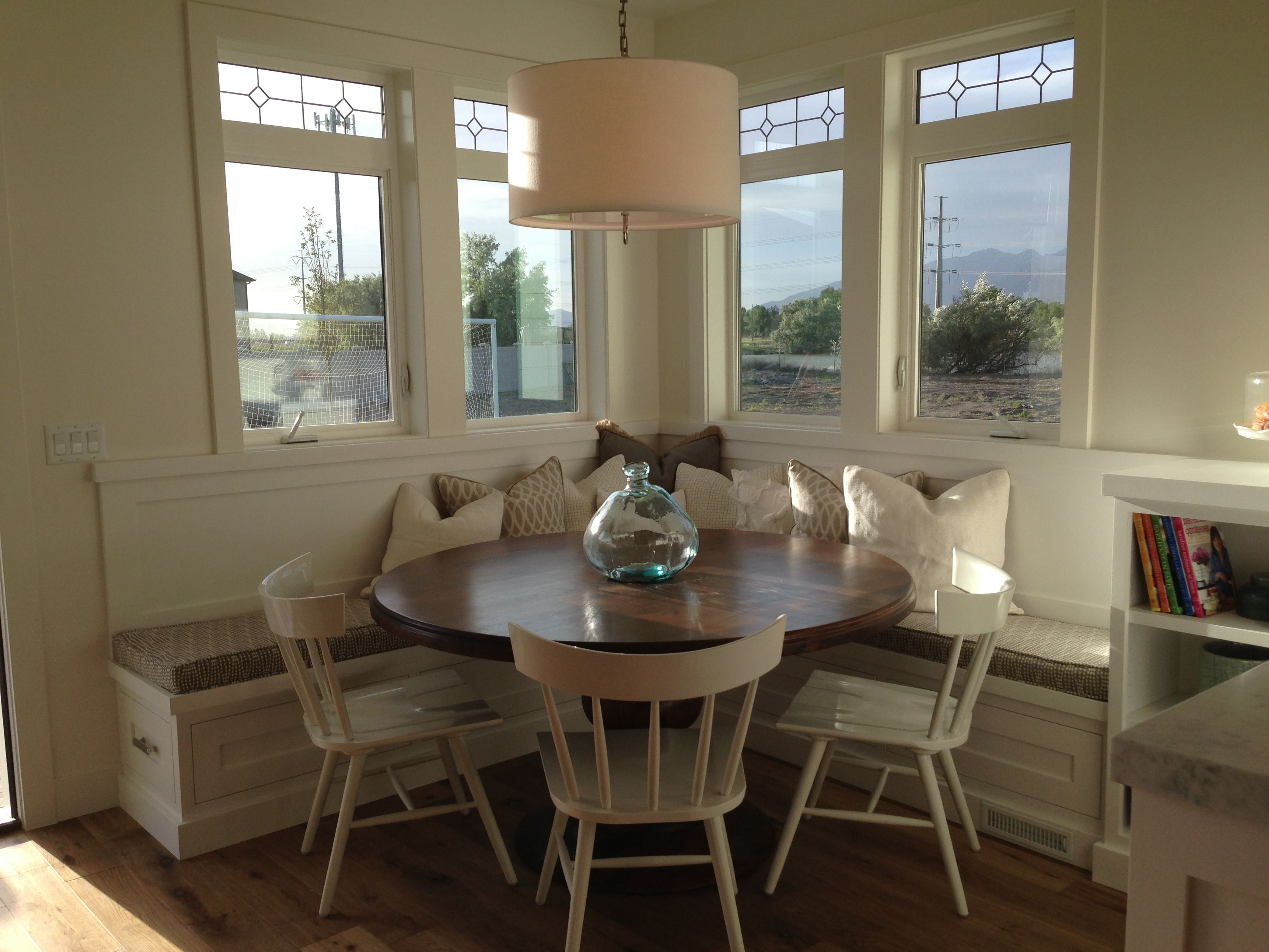 breakfast nook--square booth, round table | kitchen | pinterest