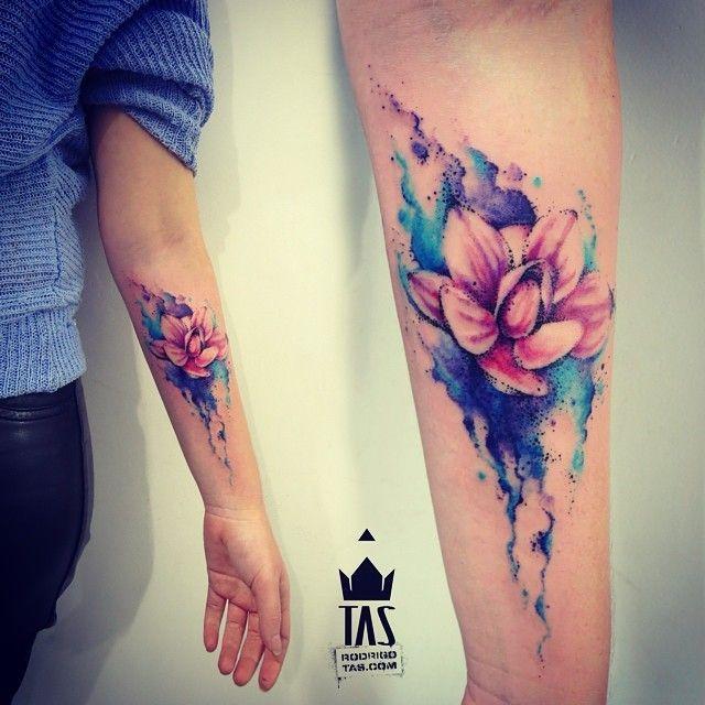 Flor Punteada Acuarelas By Rodrigo Tas Tattoos Flower Tattoos