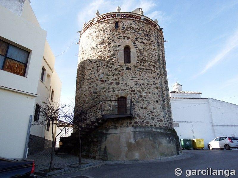 Torre del castillo de Zahínos
