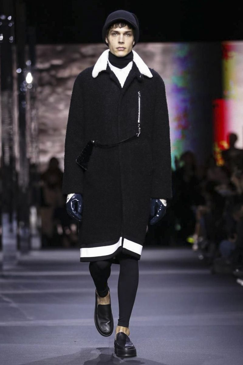 Moncler Gamme Rouge Ready To Wear Fall Winter 2014 Paris - NOWFASHION