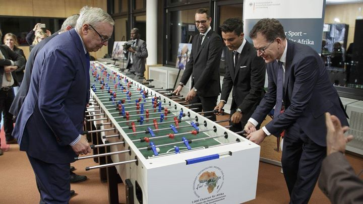 Hertha unterstützt die Initiative 'Mehr Platz für Sport  1000 Chancen für Afrika'. Worum es dabei geht?  https://t.co/Nrk3gIihuT