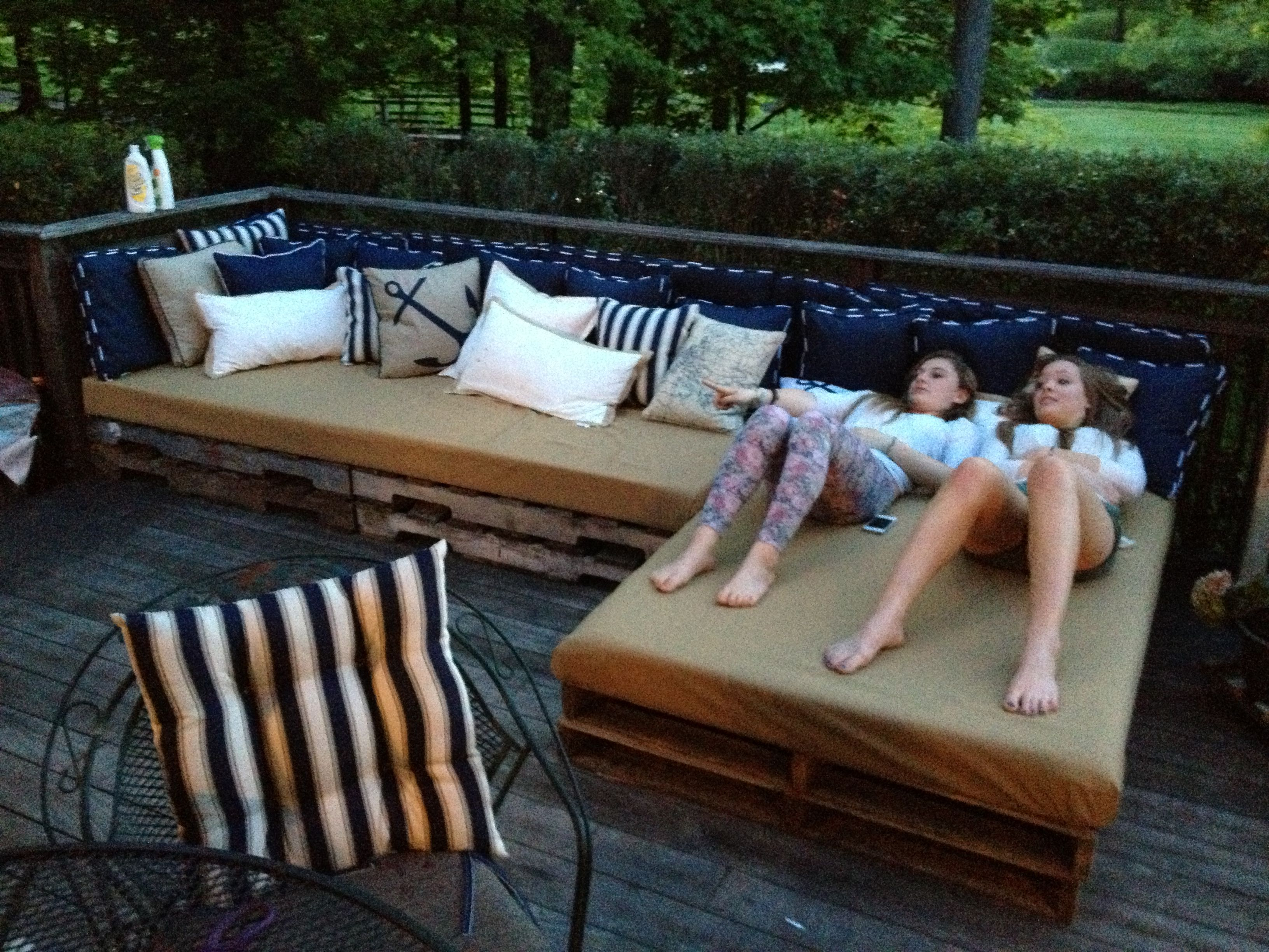 Pallet patio couch | woodworking | Pinterest | Pallet ...
