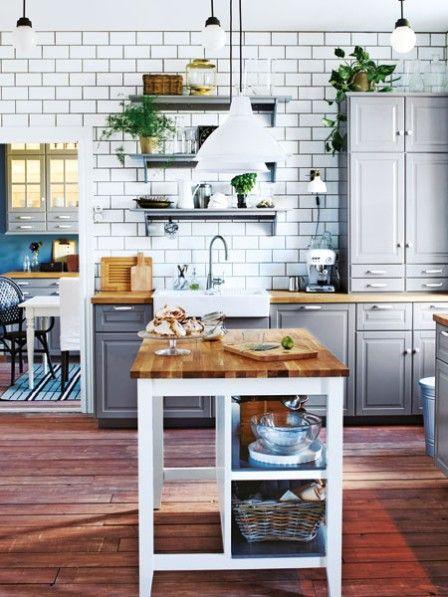 Küchenwandgestaltung in Ziegeloptik und Massivholz Arbeitsplatte ...