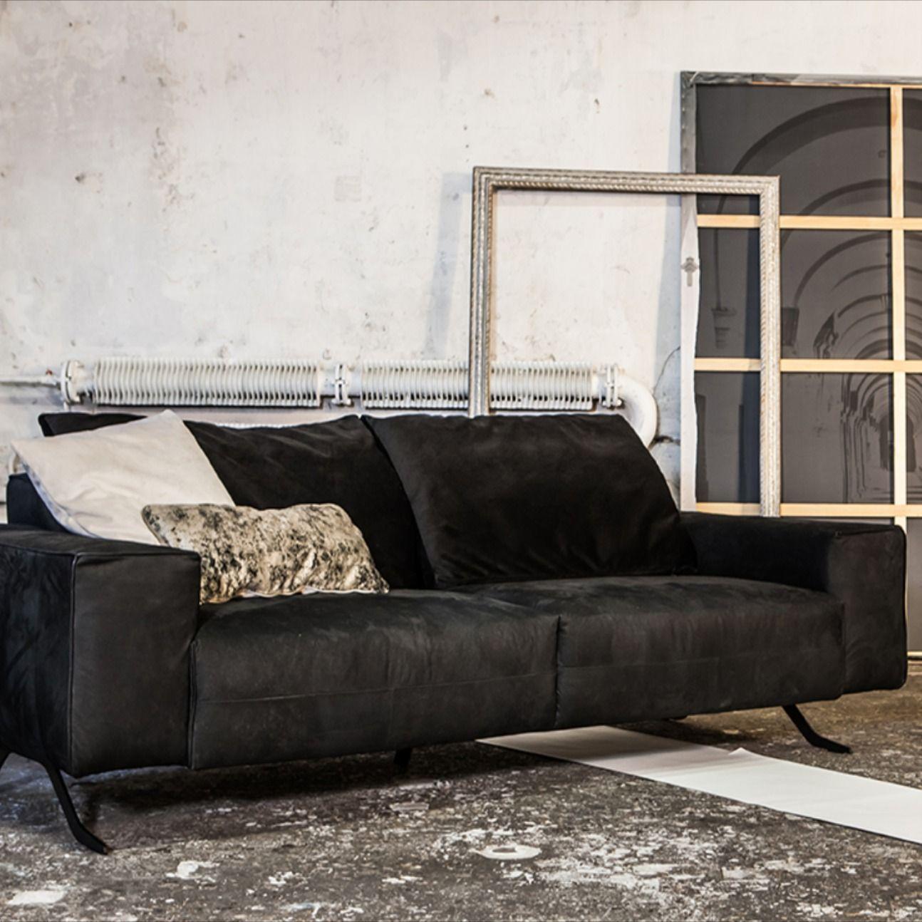 #designwerk #firstclassliving #sofa #furniture #highqualitysofa #designersofa #handmade #ambient #living #livingroom #home #homestyle #homedesign #chicliving #luxury #firstclasscomfort #comfortsofa #relax #firstclass  #couch #highqualitycouach #designwerkag #blackbeauty #blacksofa #designwerkbeauty #beauty