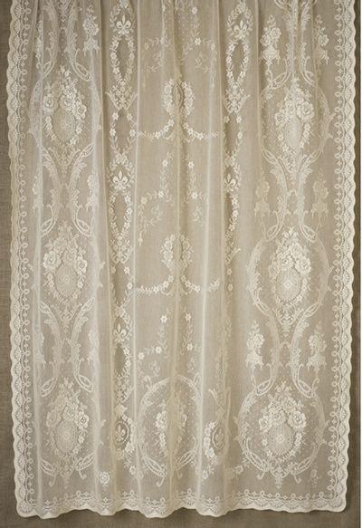 Victorian With Roses And Fleur De Lys Curtains Met Afbeeldingen