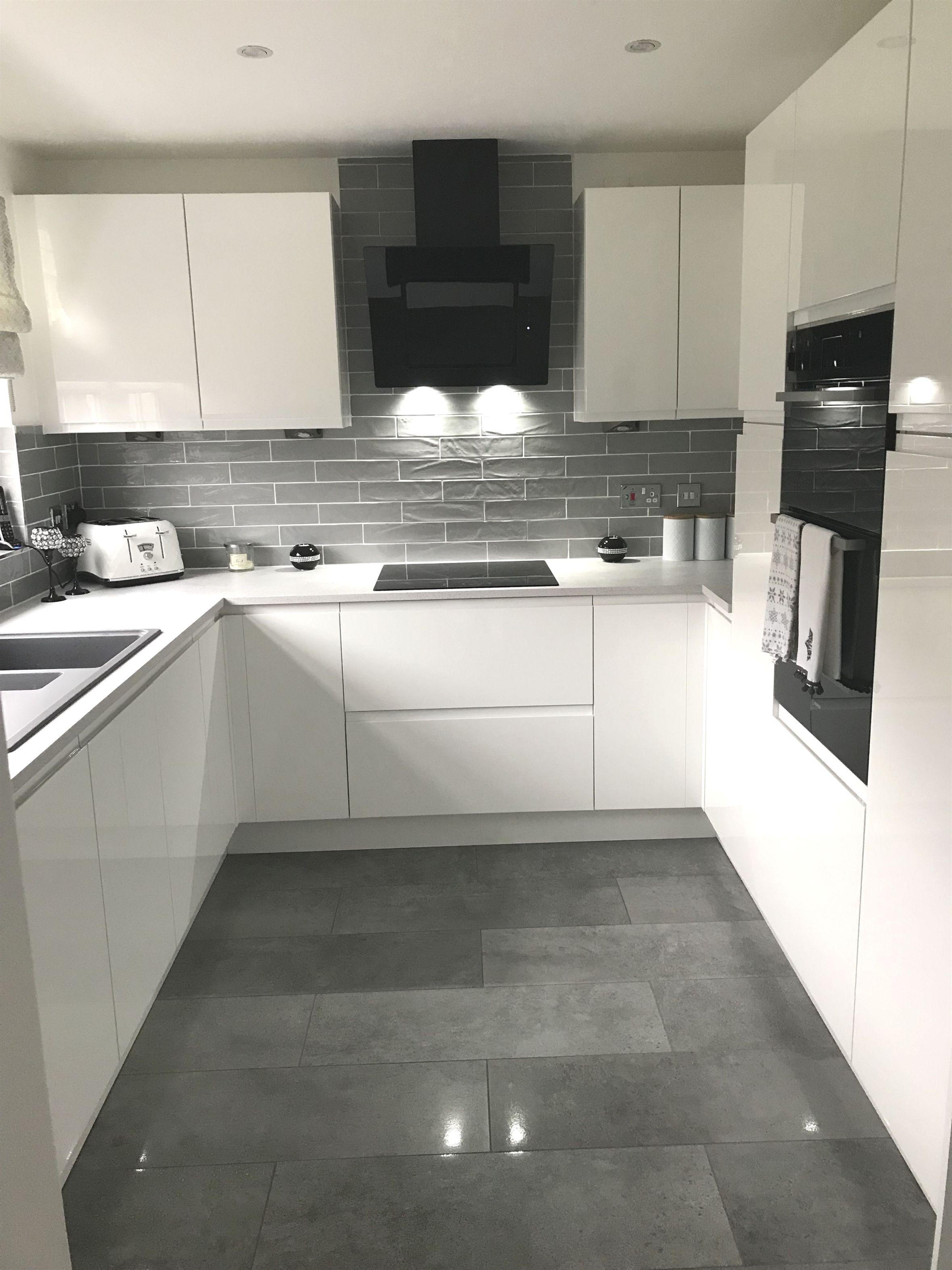 Modern Style Kitchen With Fantastic Storage Capacity Contemporarykitchens Kitchen Design Modern Kitchen Kitchen Interior