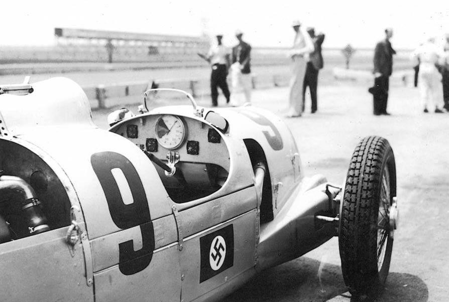 Ernst von Delius (Auto Union Type C) aux essais de la Coupe Vanderbilt - circuit de Roosevelt Raceway 1937 - UK Racing History.