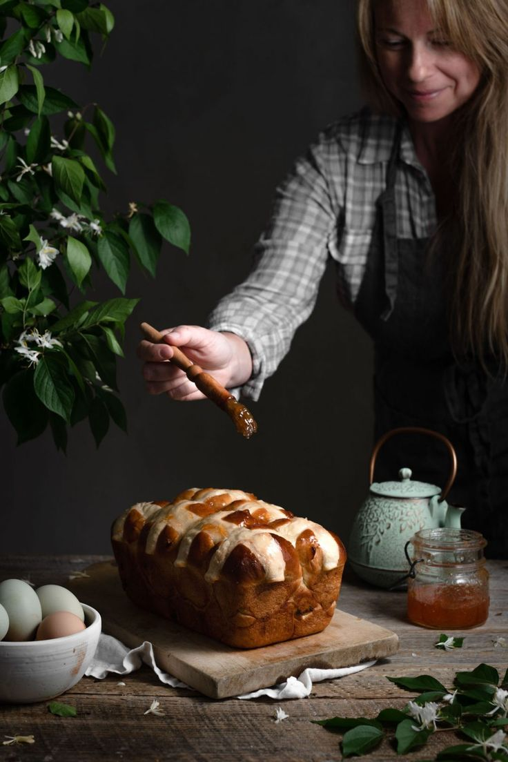 Apricot Hot Cross Buns Loaf | #easterrecipes #hotcrossbuns #hotcrossbunsrecipe #hotcrossbunsloaf #easterbread #apricotbread #homemadebread #springrecipes #bread #foodphotography | twocupsflour.com