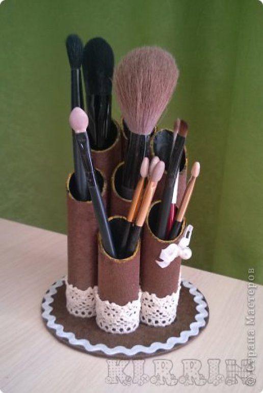 Brush holder from paper rolls