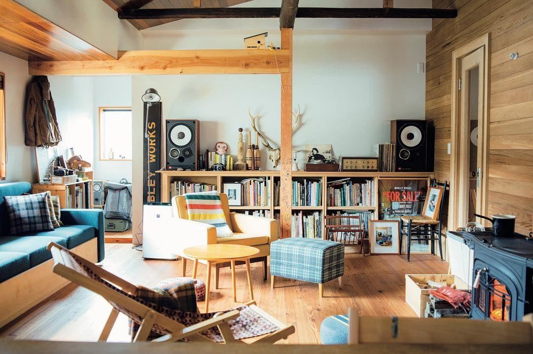 いいね 1 617件 コメント1件 Premiumさん And Premium のinstagramアカウント 特集 心地のいい部屋に 整える 発売中です 自分らしい暮らしのために 木 Small Modern Cabin Modern Tiny House Small House Decorating