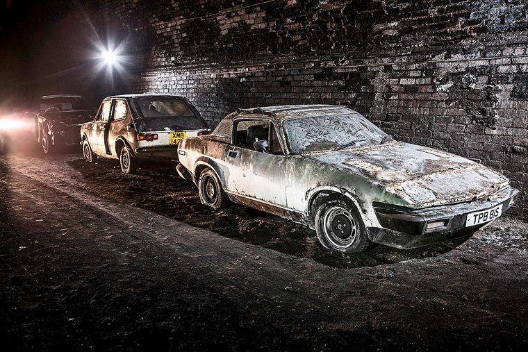 urbex il d couvre des voitures anciennes dans les souterrains de liverpool image casse. Black Bedroom Furniture Sets. Home Design Ideas