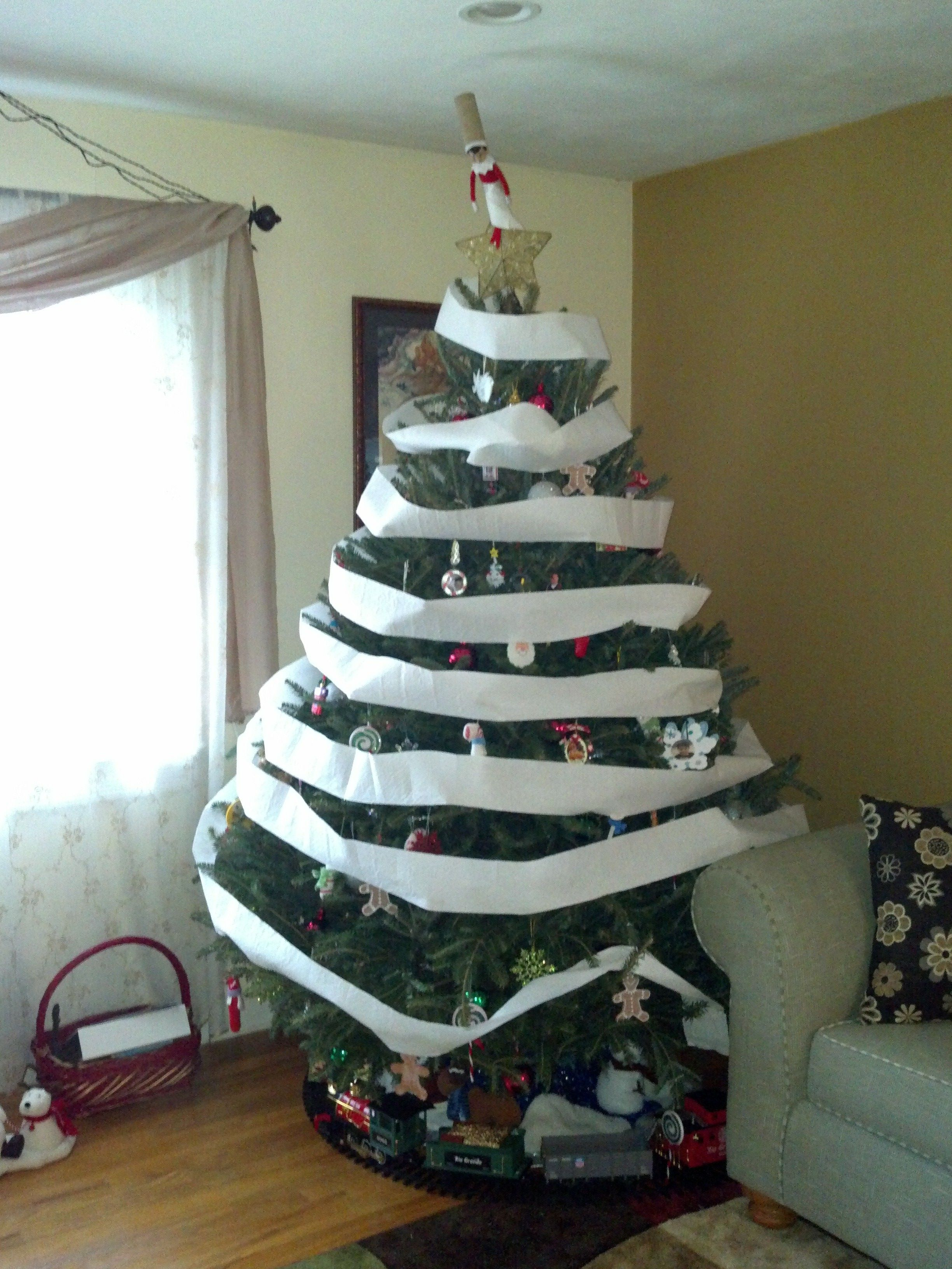 Elf on the Shelf - Decorate the Christmas tree...Elf style ...