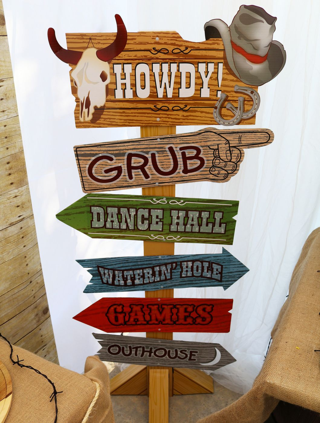 Western Party Directional Sign Cardboard Stand Up Decoracao