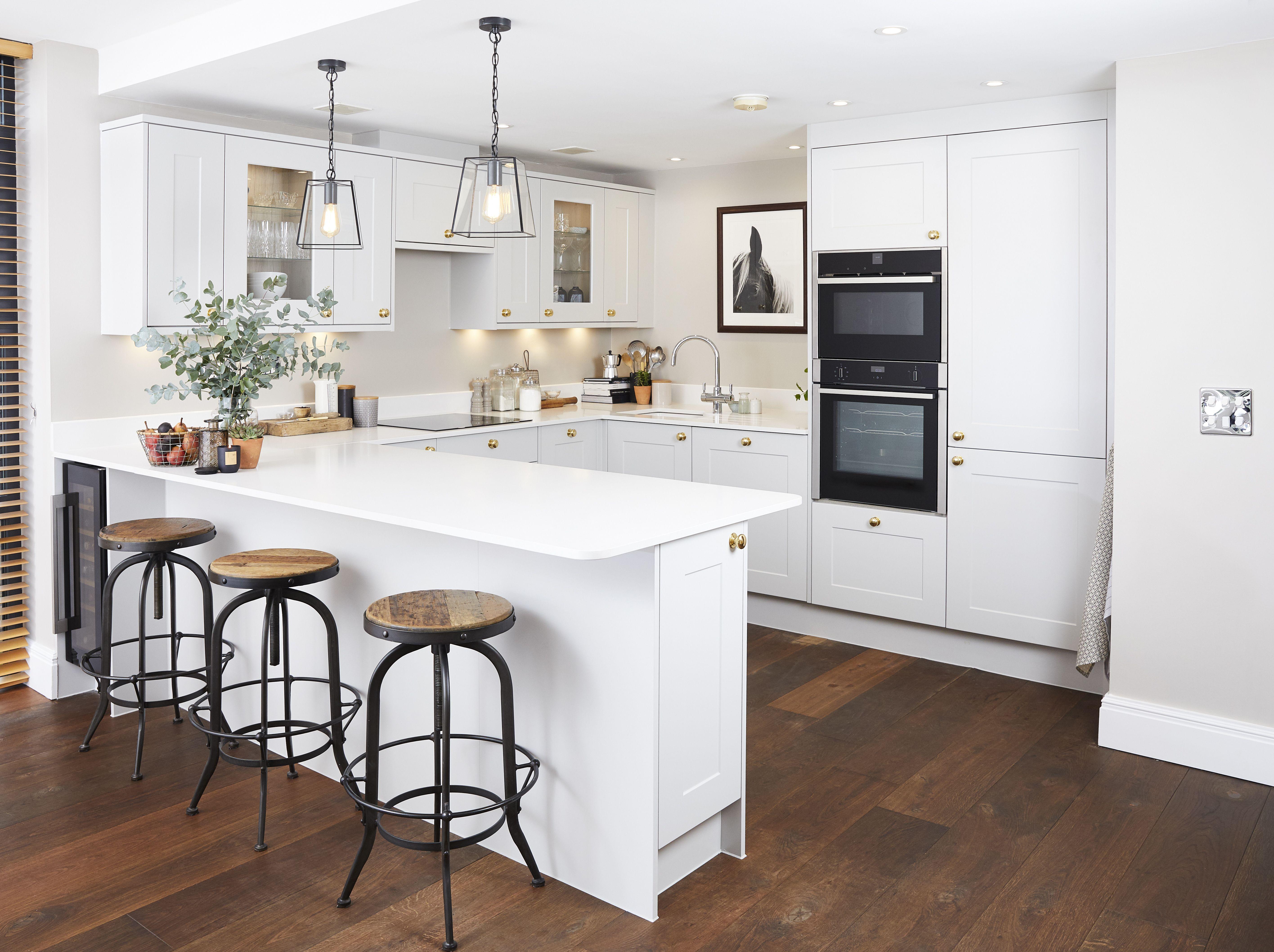Mollie Kings Kitchen Makeover In 2020 Howdens Kitchens Kitchen