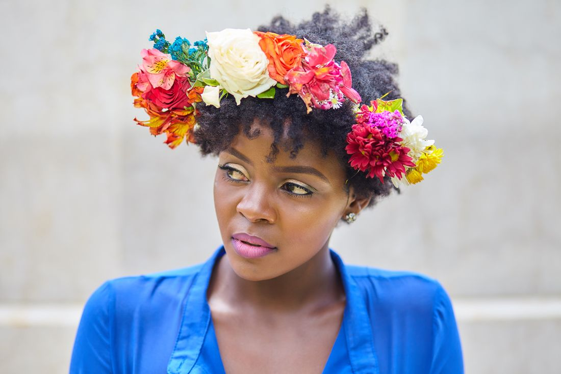 Flower crown on afro 1 party costumes pinterest flower crowns how to accessorize your natural hair using a flower crown made using fresh flowers jazz up your teeny weeny afro for a festival using flower crowns izmirmasajfo