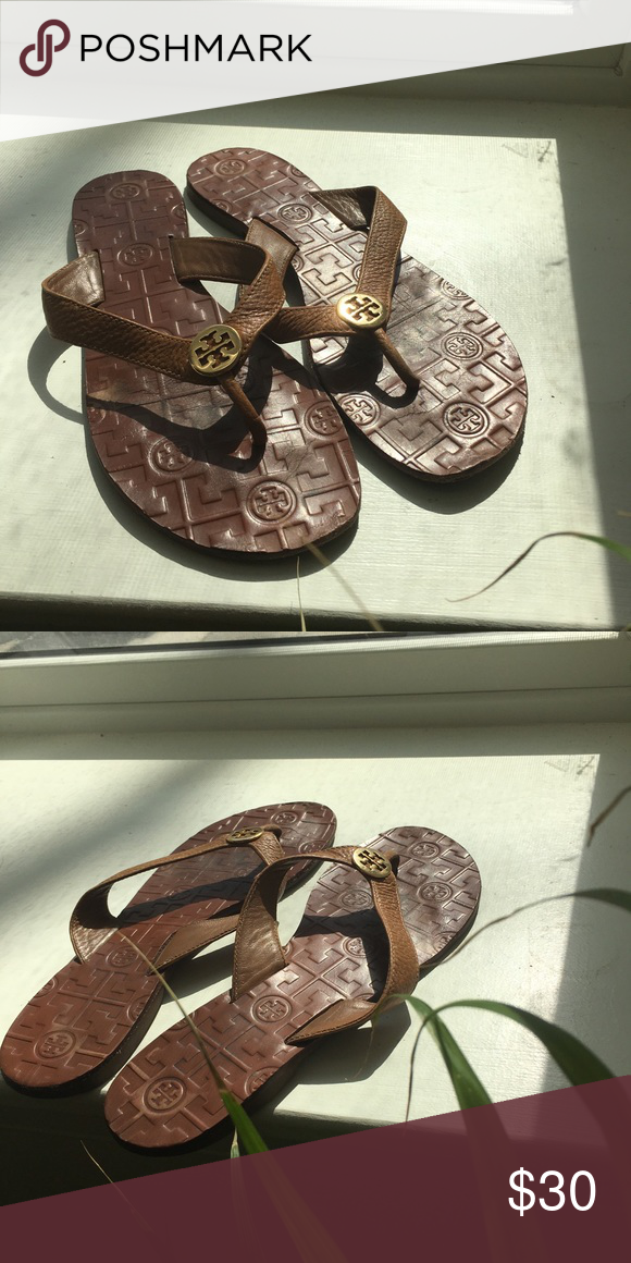 91a2cdb81d4c Tory Burch Monroe Sandal - Nude - Sz 8.5 Carefree chic! Tory Burch thong  sandal with nude leather and gold hardware. Used but in good condition.
