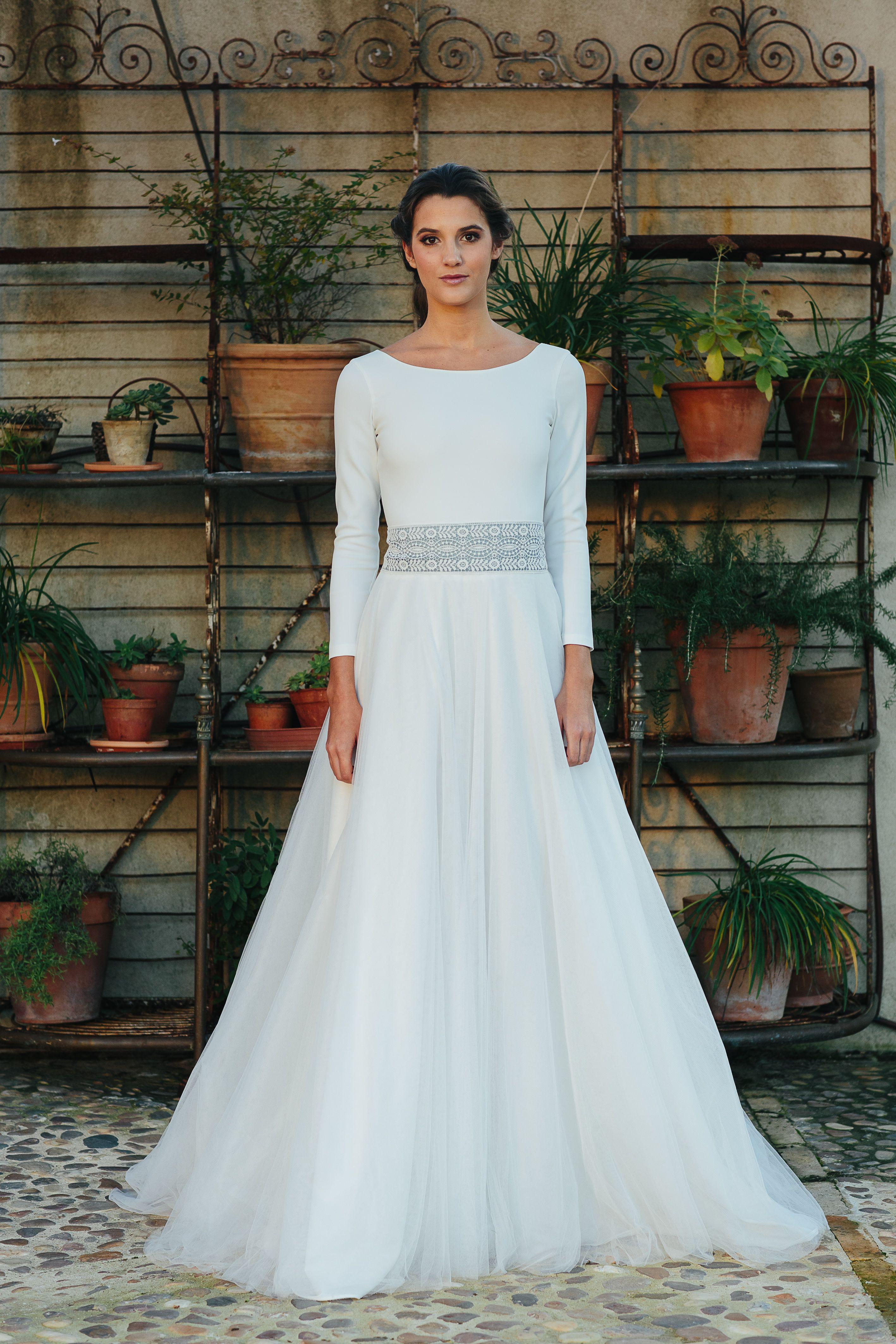 Vestido de novia de dos piezas. Body de crepe elástico y falda de ...