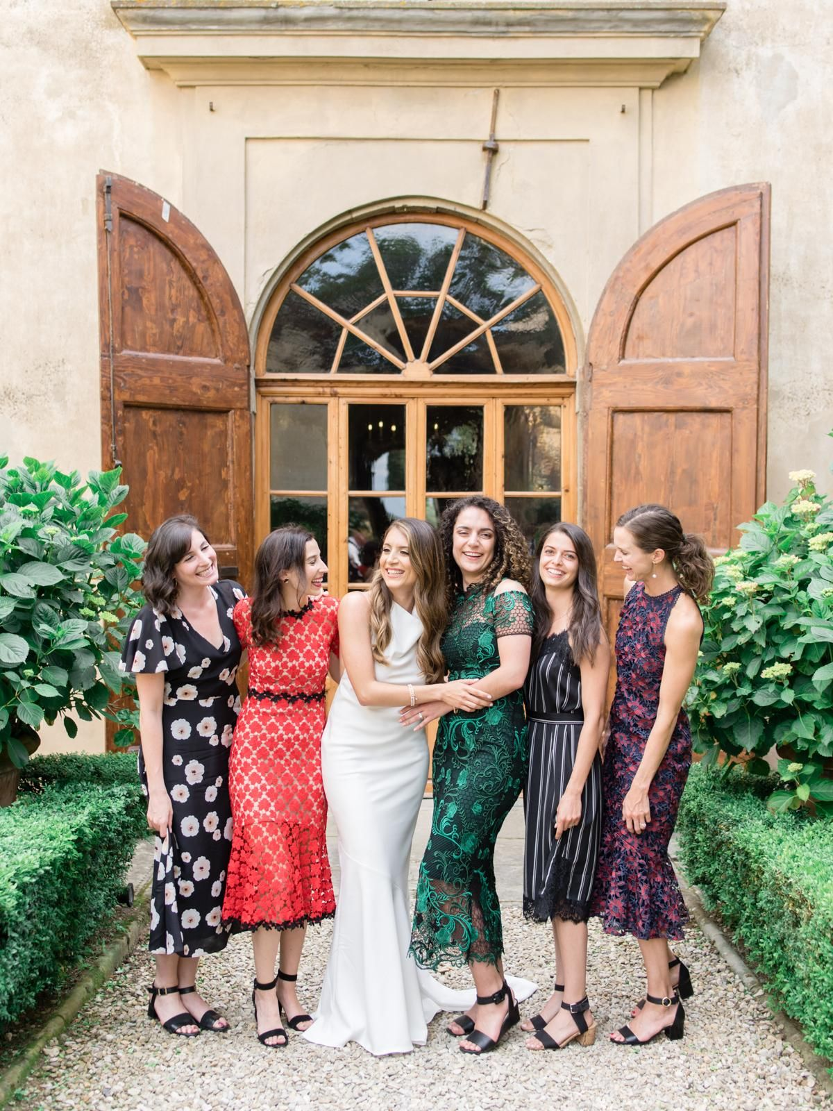 A Limoncello Inspired Welcome Dinner And Tuscan Wedding That Will Have You Dreaming Of Italian Summers Tuscan Wedding Wedding Guest Style Italian Summer [ 1600 x 1200 Pixel ]
