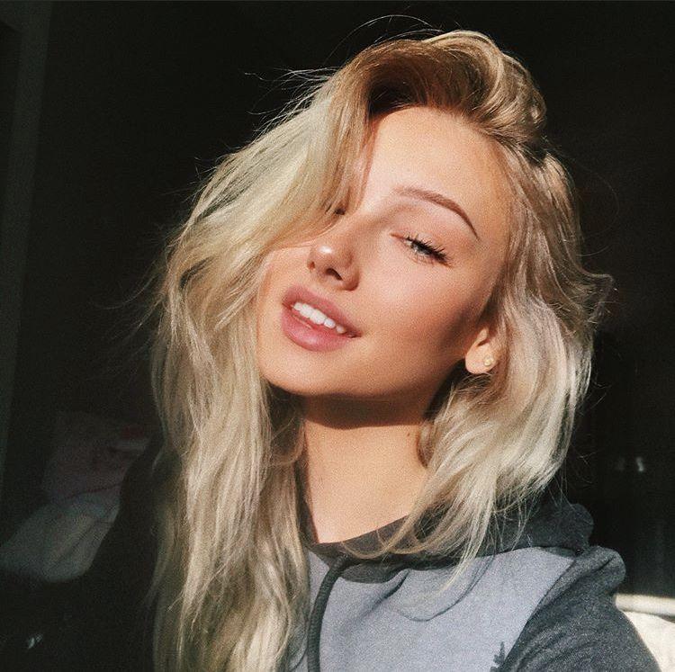 Heißes Blondes Girl Genießt Doppelpenetration