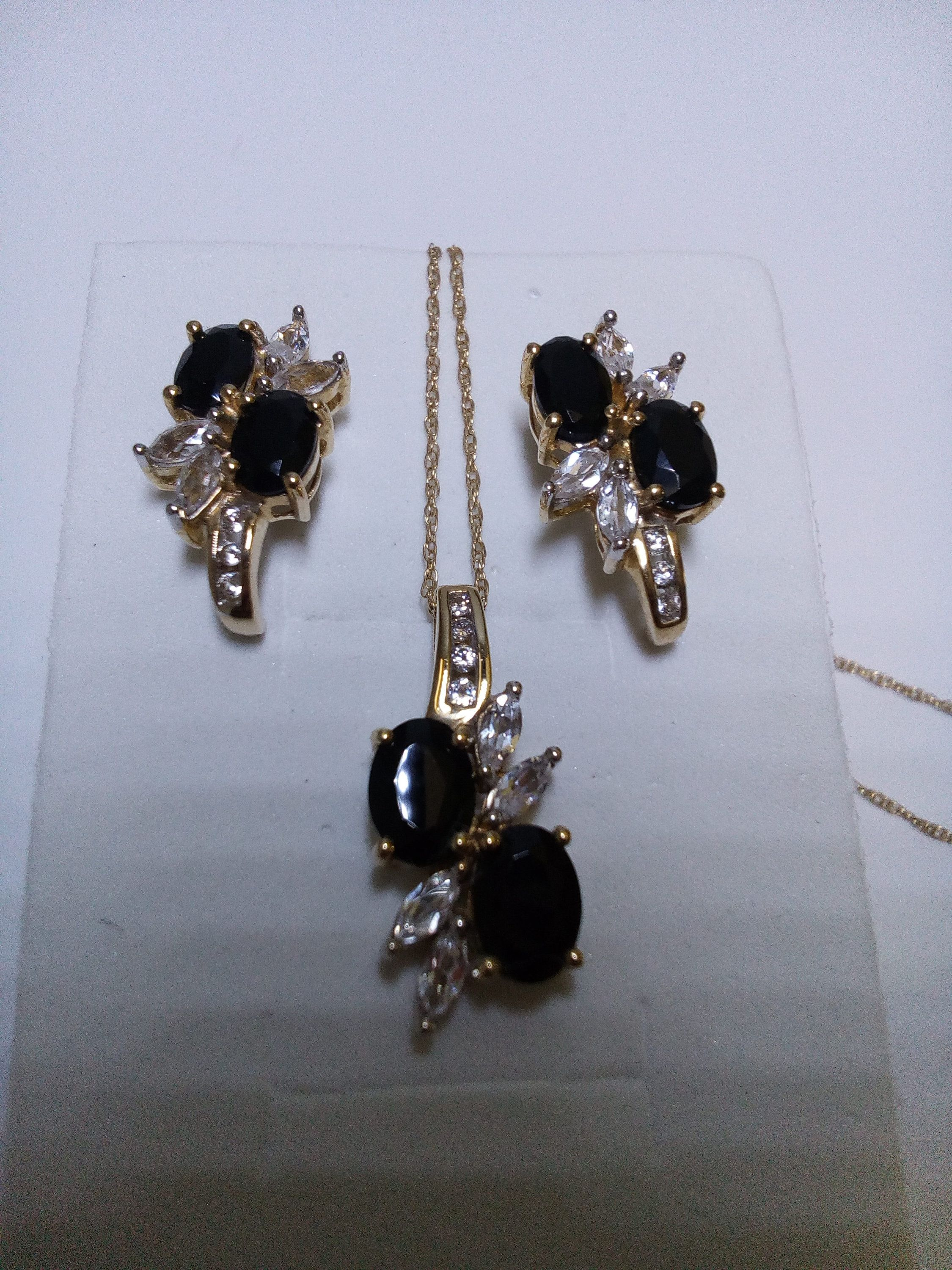 Black Onyx Set 10k Gold Stud Earring Pendant Necklace White