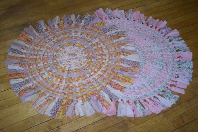 Wagon Wheel Rugs With The Center Spokes Woven Through Crafty Ness Pinterest Wheels And