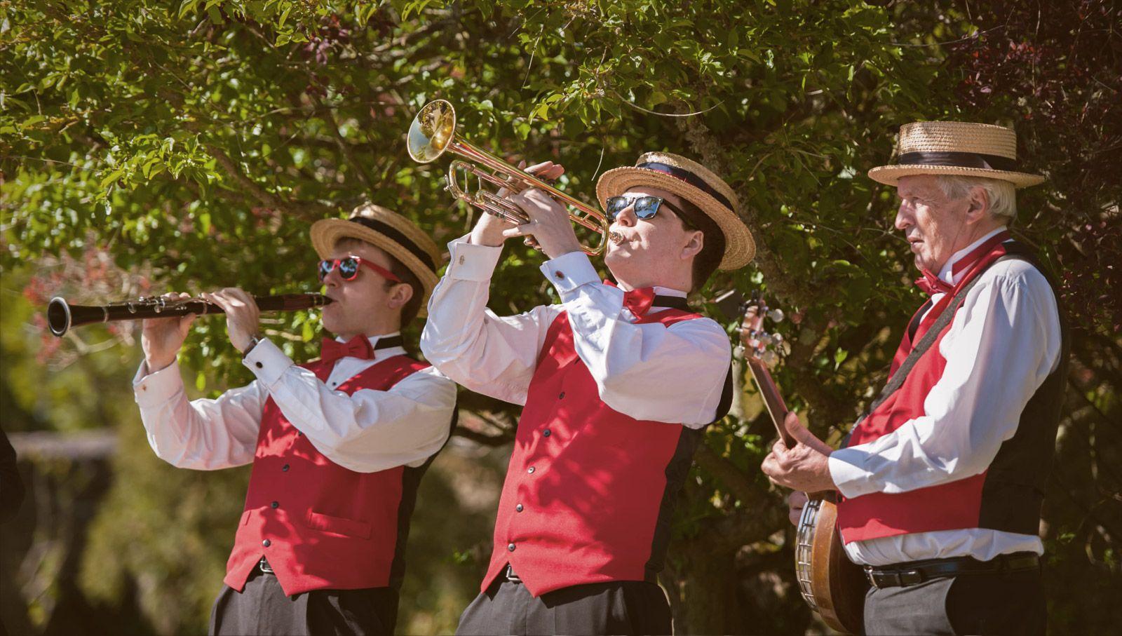 The Dixie Street Stompers tradJazz band kneesupagency