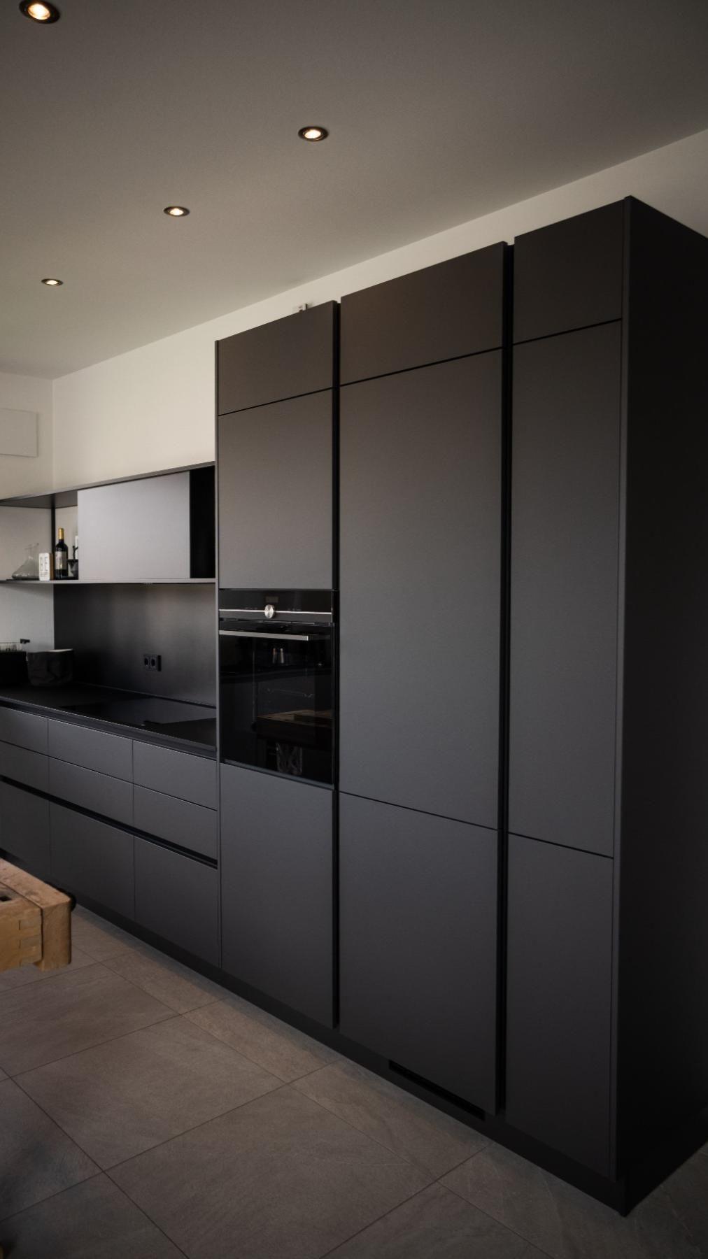 Minimalistische Küche Graphit schwarz