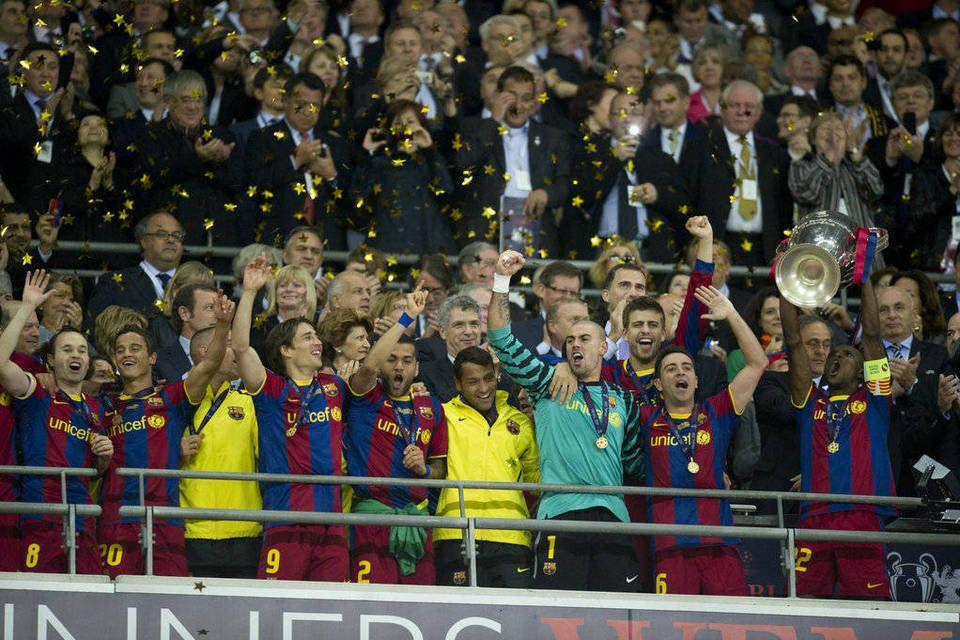 Un Referente Dentro Y Fuera Del Campo La Cuarta Copa De Europa Segunda De La Era Guardiola Abidal Releva Al Capitán Puy Fútbol Carles Puyol Futbol Europeo