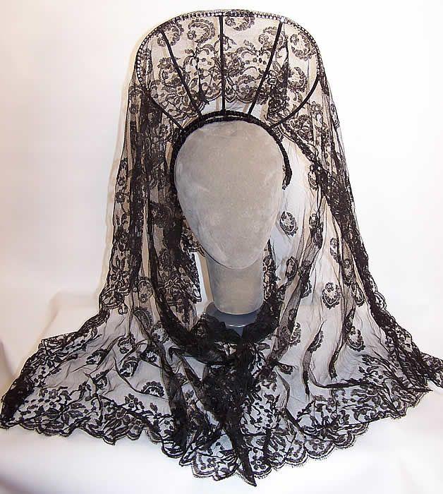 Vintage Spanish Black Chantilly Lace Mantilla Veil Peineta ...
